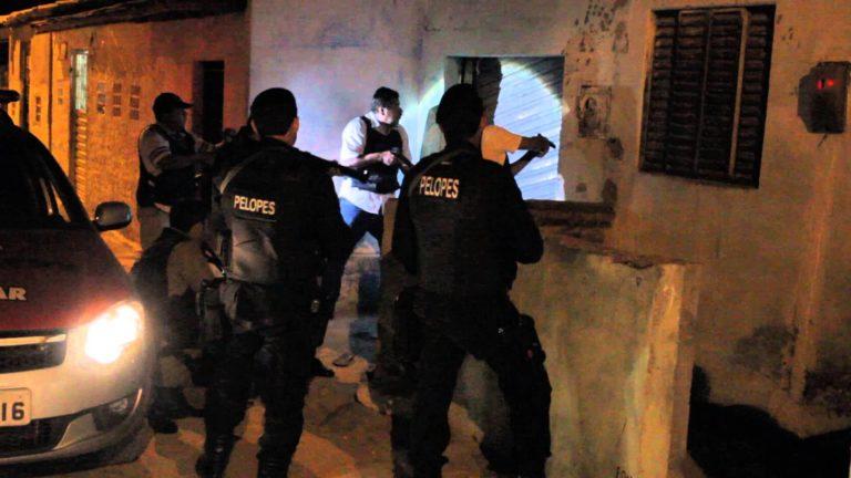 Ação da polícia prende três pessoas acusadas de homicídio em Mata Grande