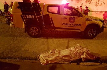 Homem é assassinado a tiros na frente da casa da avó, em Arapiraca