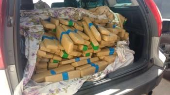 Casal é preso com mais de 300 quilos de maconha em mala de veículo