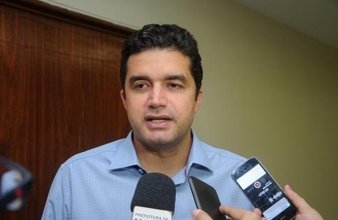 Prefeito Rui Palmeira assina contrato para mais 740 moradias