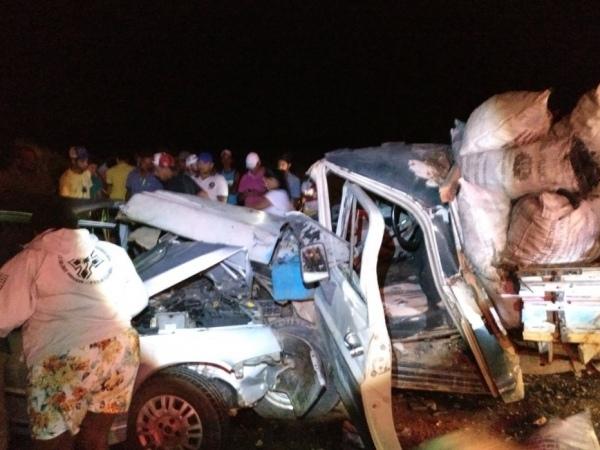 Colisão entre carro e caminhão deixa feridos em estado grave na AL-120