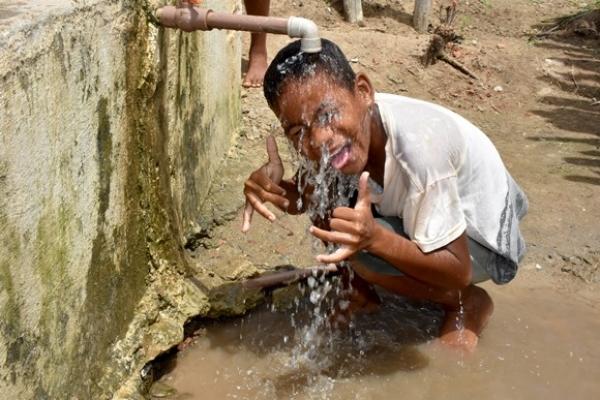 DIAS MAIS FELIZES Após anos sem água, poço muda a vida de comunidade em Capela