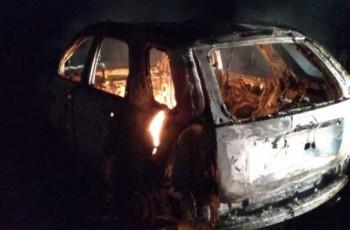 Bandidos tomam veículo de militar durante assalto em Atalaia e ateiam fogo