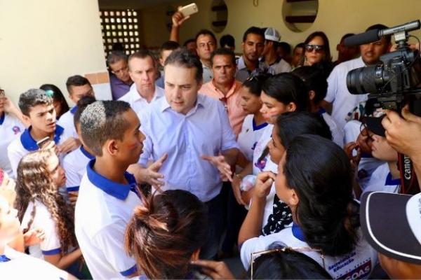 COMPROMISSO COM A EDUCAÇÃO Renan Filho atende pedido de alunos e confirma reforma de escola em Campestre