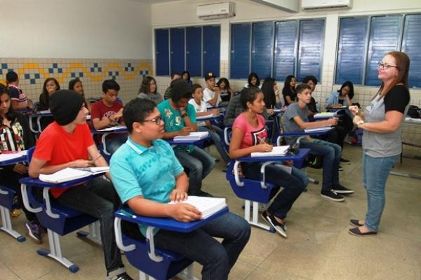 REDUÇÃO Evasão escolar no ensino médio da rede estadual cai 60% nos últimos 10 anos