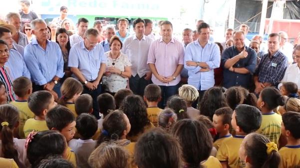 Vídeo: Governador Renan Filho entregou  equipamentos agrícolas para agricultores em Santana do ipanema