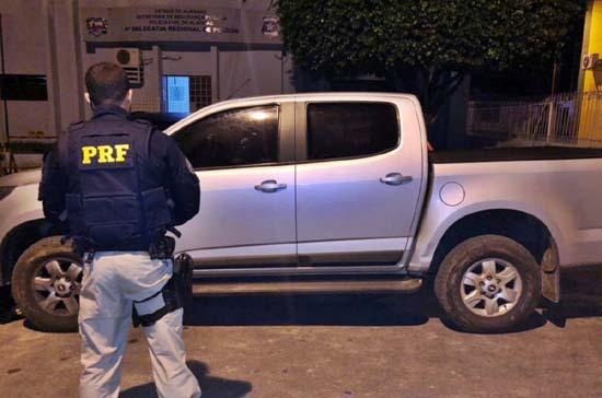 PRF prende condutores de dois veículos com placas clonadas em Alagoas