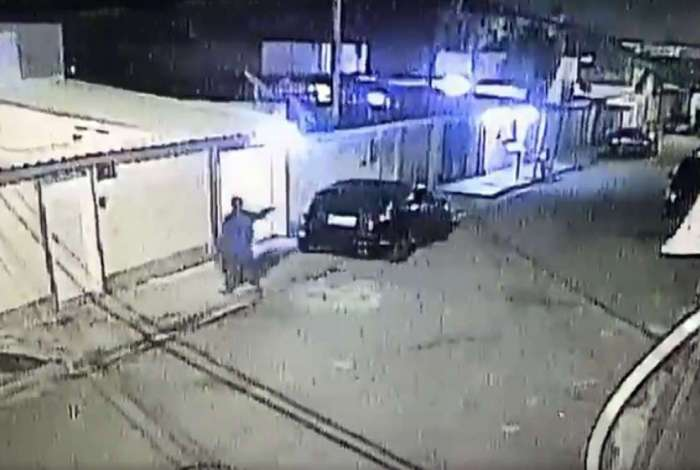 Vídeo: bandidos tentam matar policial militar em Santa Cruz