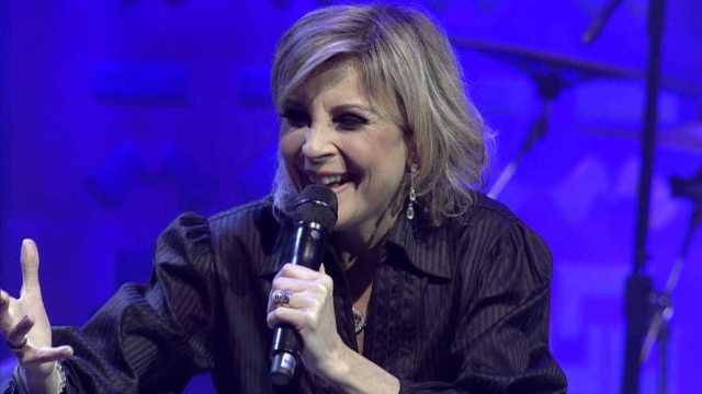 Cantora anuncia luta contra o câncer: 'A vida não vai parar'