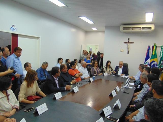 VÍDEO. Prefeito Rogério Teófilo apresenta sete novos secretários municipais de Arapiraca