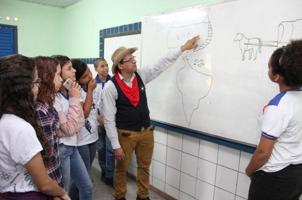 AULAS INTERATIVAS Professor usa criatividade para dinamizar aulas de História
