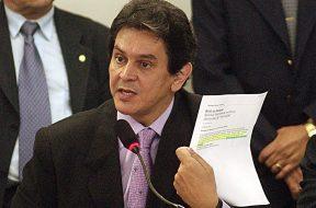Roberto_Jefferson_durante_reunião_do_Conselho_de_Ética_e_Decoro_Parlamentar_da_Câmara_(6)
