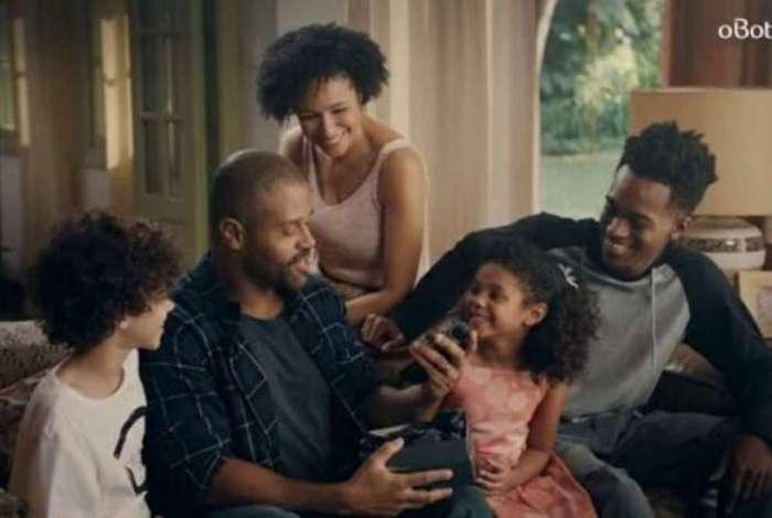 Comercial protagonizado por família negra sofre ataques racistas