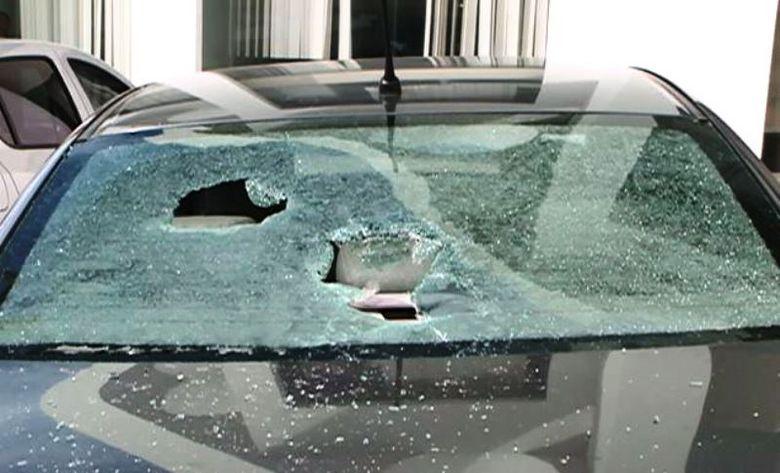 Vídeo: homem quebra vidro de carro de perito do INSS após ter pedido de auxílio-doença negado