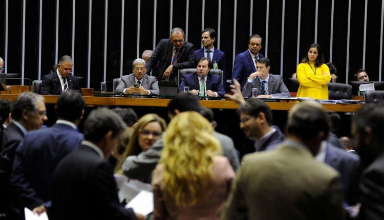 Câmara aprova projeto que permite privatizar distribuidoras da Eletrobras