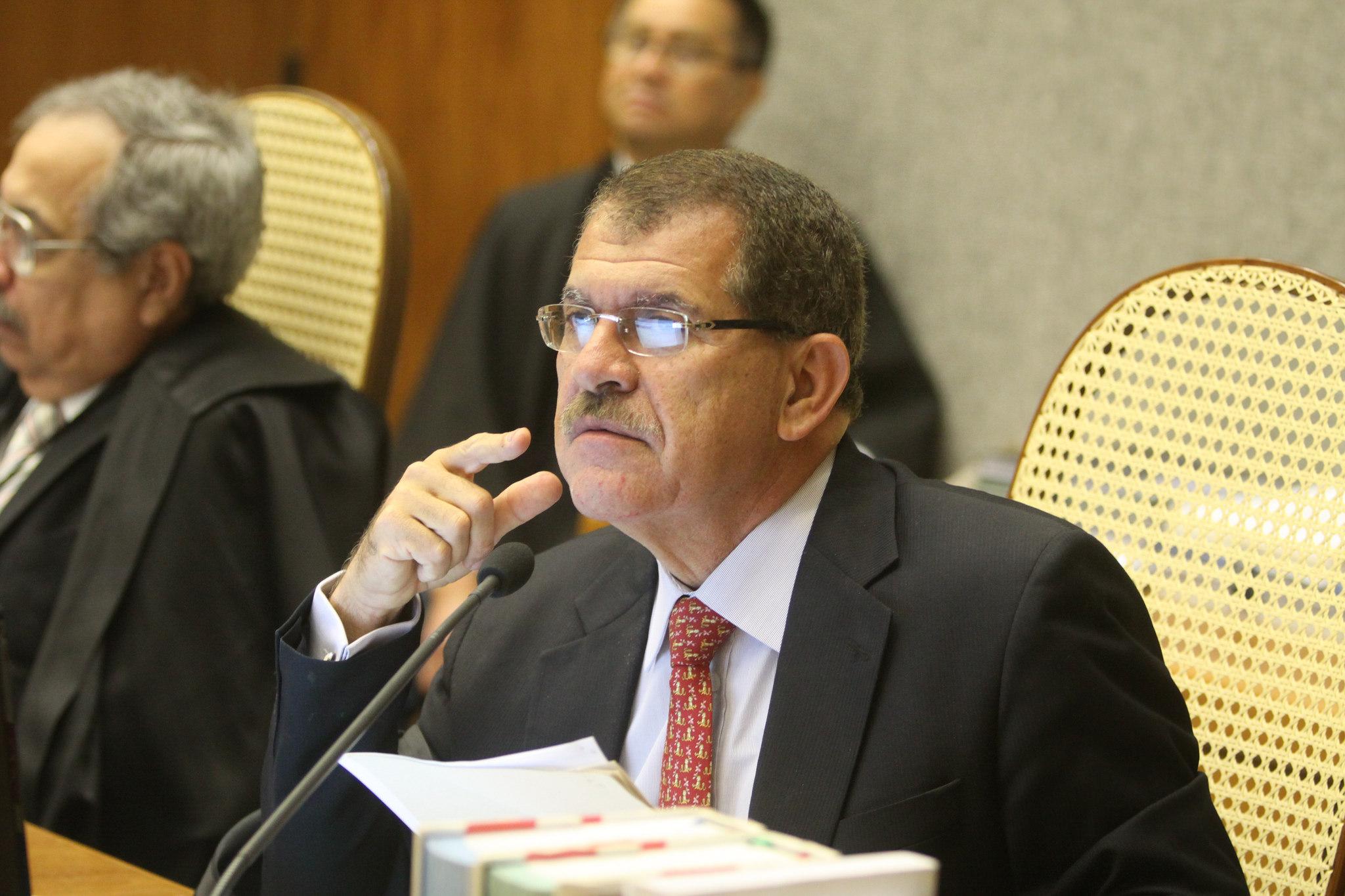 CONFLITO DE COMPETÊNCIA  Humberto Martins suspende execuções de complementação do Fundef