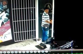 VÍDEO. Câmeras de segurança flagram assalto a salão de beleza no bairro Cacimbas, em Arapiraca
