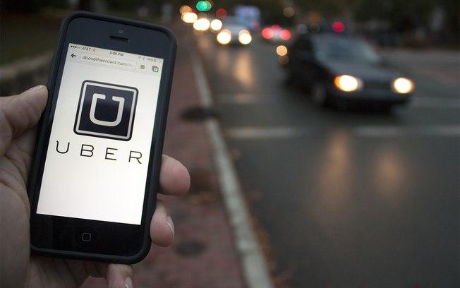 """Com """"golpe do vômito"""", motoristas do Uber estão lucrando até US$ 150 por corrida"""