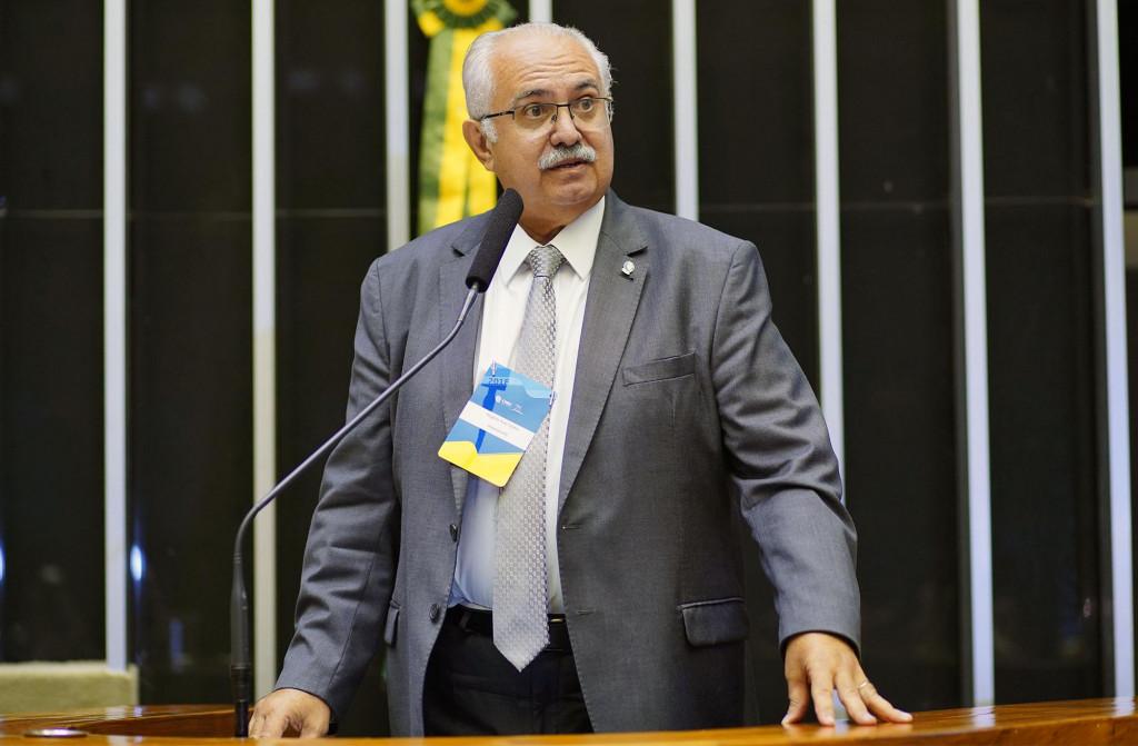 Prefeito de Arapiraca discursa durante homenagem aos 75 anos da CNEC