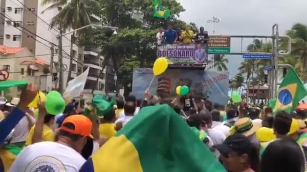Ato pró-Bolsonaro em Recife compara mulheres de esquerda a cadelas