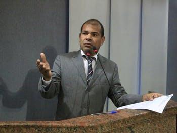 Vereador Silvânio Barbosa é encontrado morto em apartamento com facada nas costas