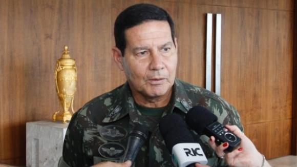 Vice de Bolsonaro critica 13º salário e férias de trabalhadores; veja vídeo