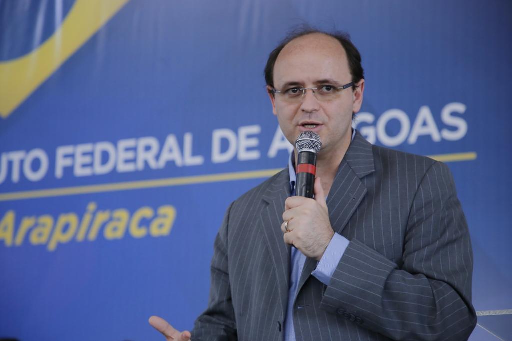 DEB Ministro afirma que Alagoas elevou qualidade da educação de forma consistente em 4 anos