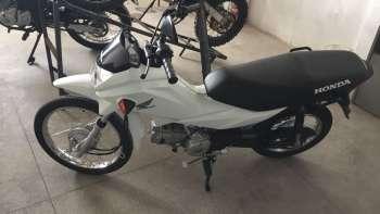Imagens de câmeras captam furto em loja de motocicletas na Via Expressa
