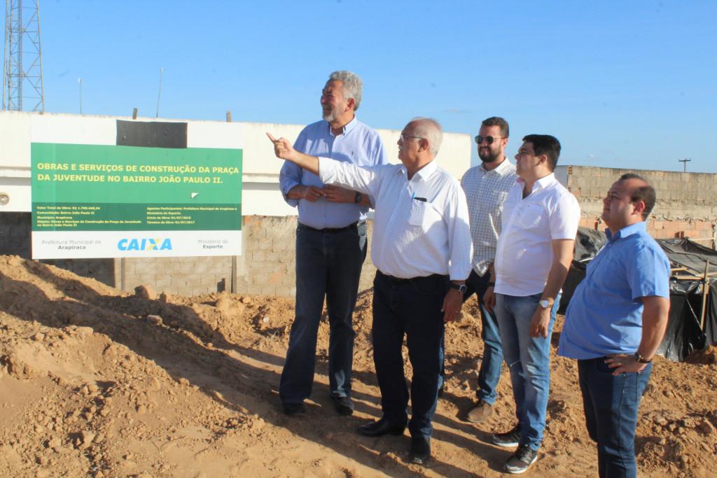 Acompanhado do deputado Paulão, prefeito visita comunidades agraciadas com as ordens de serviços