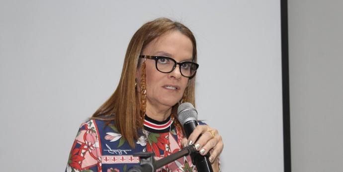 Vereadora Aurélia  Fernandes faz live e divulga campanha de doação de sangue