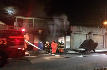Bombeiros são acionados duas vezes na mesma noite para controlar incêndio no memorial Delmiro Gouveia