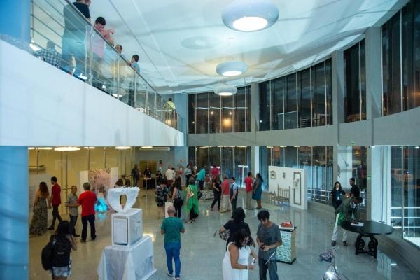ARTES VISUAIS Violeta Plech e Chico Viveiros expõem obras no Complexo Teatro Deodoro