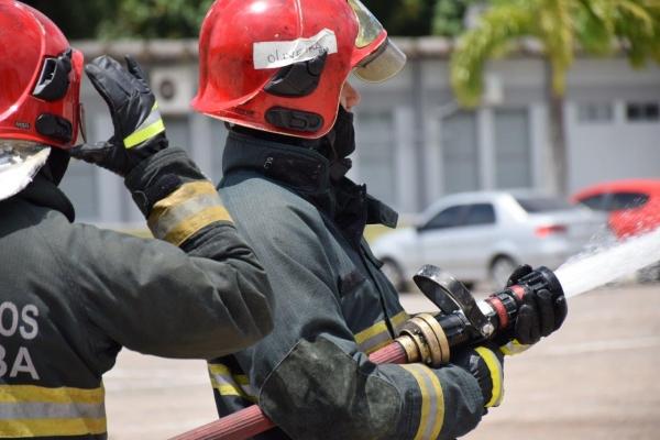 TEORIA E PRÁTICA Novos policiais e bombeiros vivem dia a dia de aprendizado em cursos de formação