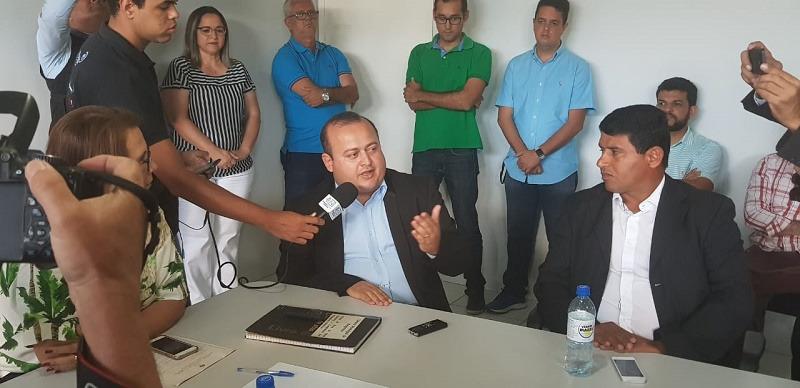 Após reviravoltas, Léo Saturnino toma posse como presidente da Câmara Municipal de Arapiraca