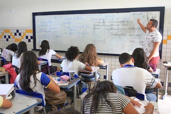 CHAMAMENTO Estado convoca aprovados no concurso da Educação para entrega de documentos e exames