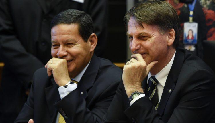 Metade do ministério de Bolsonaro vem de família de políticos ou militares