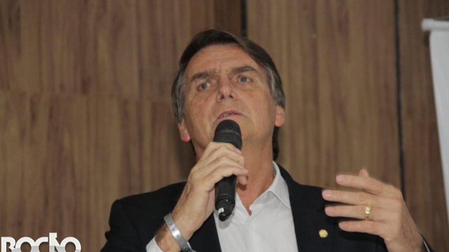 Governo Bolsonaro recua e diz que vai anular mudança em edital de livros