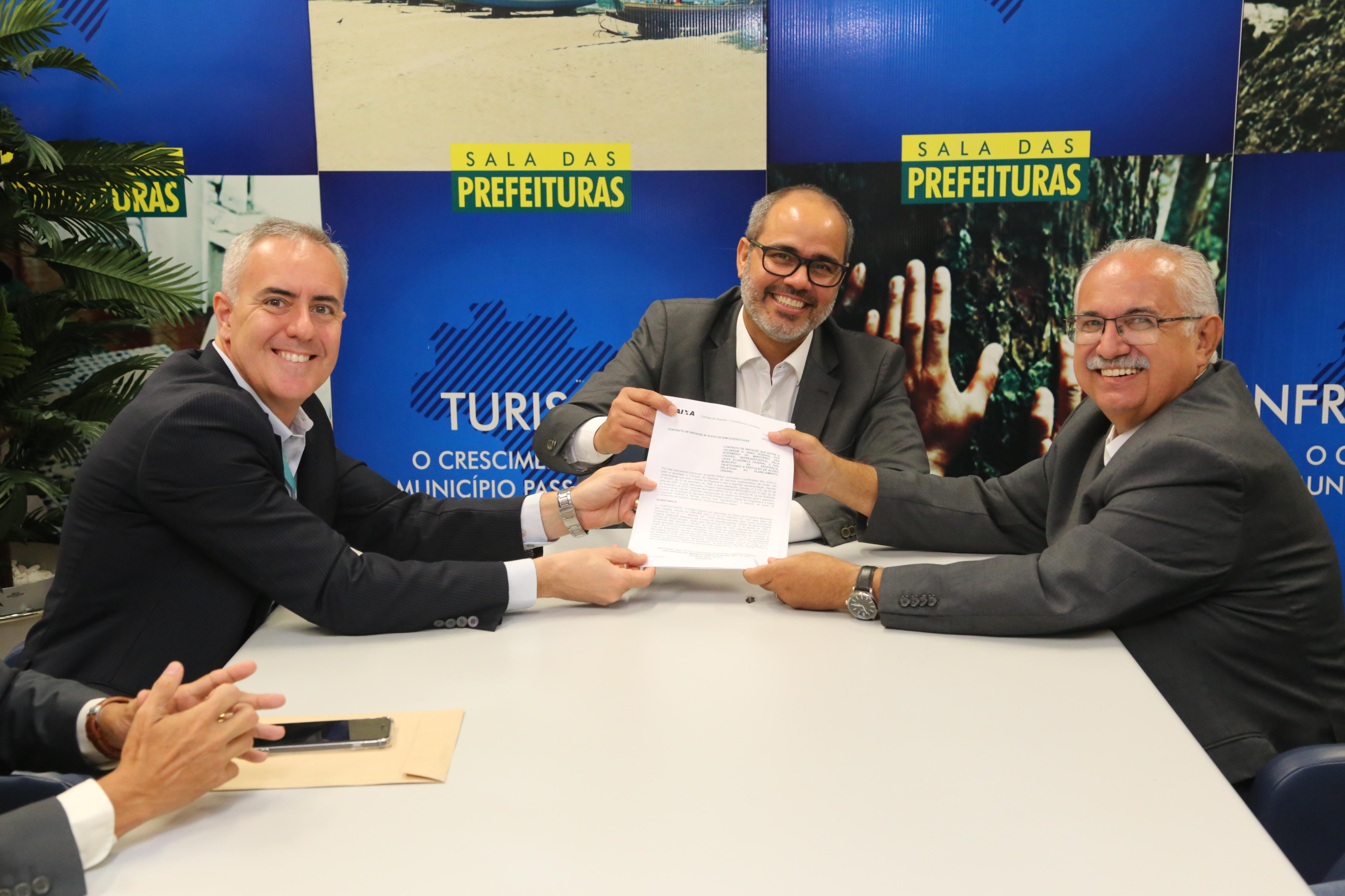 Prefeitura assina contratos de R$ 58 milhões para pavimentação e drenagem de ruas