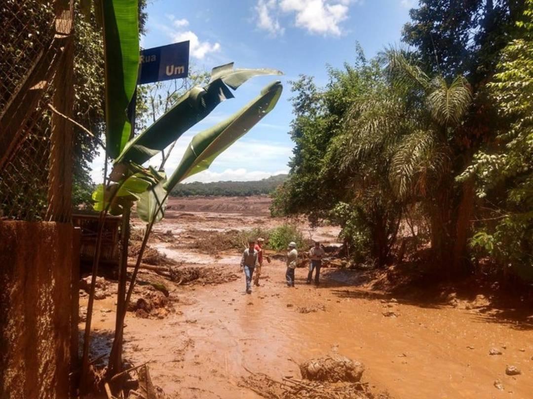 Barragem de rejeitos de minério da Vale se rompe em Brumadinho