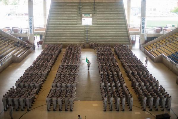 COMEMORAÇÃO Renan Filho participa da formatura de 945 novos soldados nos 187 anos da PM