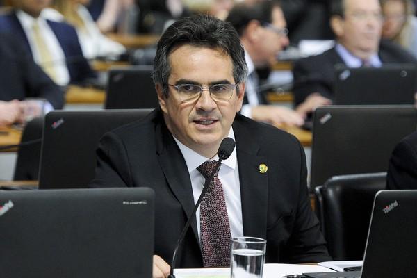 PF faz buscas em endereços do senador Ciro Nogueira
