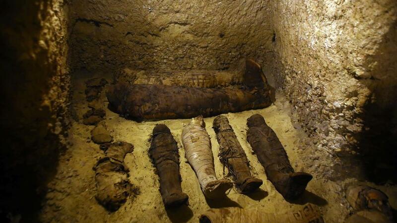 Descobertas 50 múmias por arqueólogos egípcios. Doze são de crianças