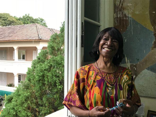 A história de Maria Lata D'Água, que sambava com 20 litros de água na cabeça
