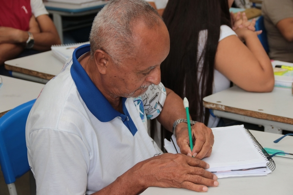 SUPERAÇÃO EJA transforma vidas e garante novas oportunidades para jovens e adultos