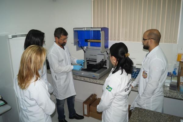 Laboratório de Genética Forense recebe novo equipamento para e agilizar exames de DNA
