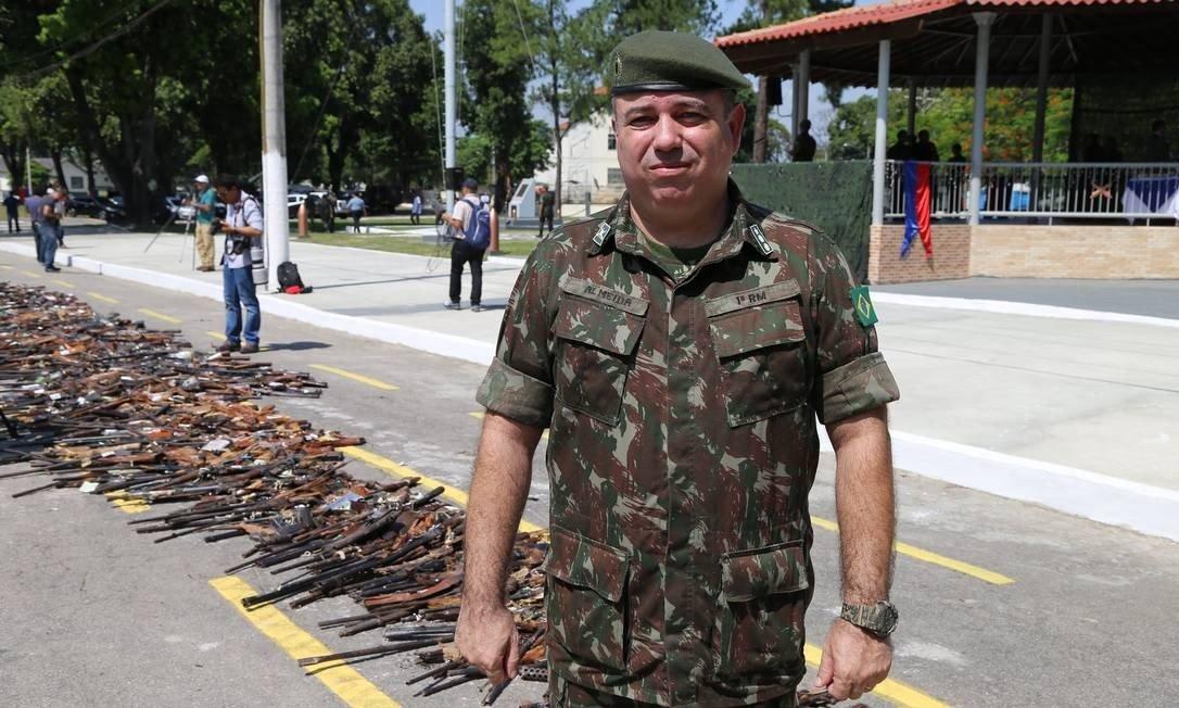 Tenente-coronel responsável por fiscalizar armas é preso acusado de desvio de armamento para clubes de tiros
