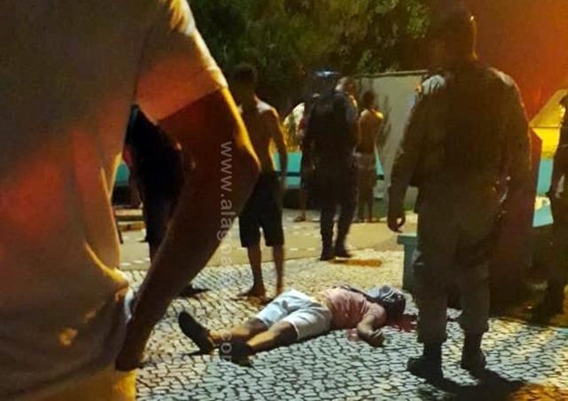 Homem é morto a tiros em frente à igreja evangélica  em São Miguel dos Campos