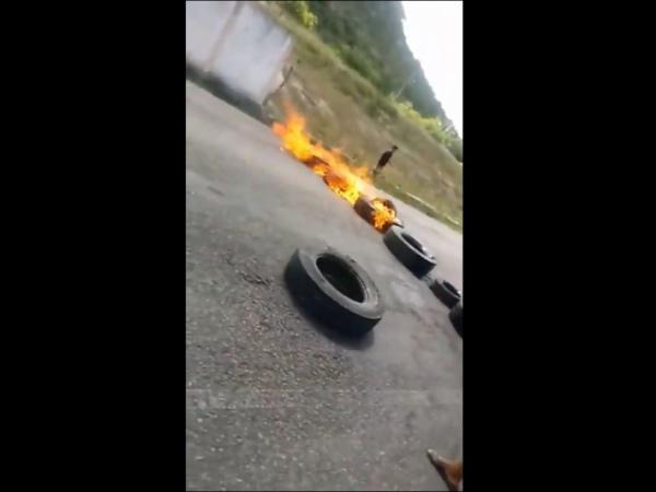 Moradores fecham AL- 220 em São José da Tapera após apreensão de motocicletas