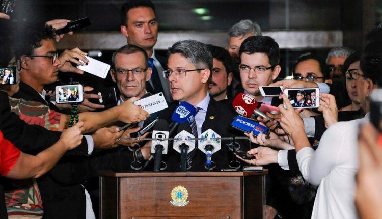 Senadores vão pedir impeachment de Dias Toffoli e Alexandre de Moraes