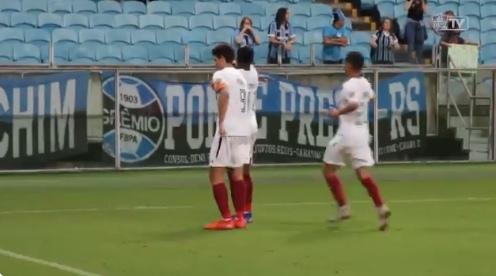 Vídeo sugere racismo de torcedores do Grêmio contra Yony, e lateral do Fluminense critica